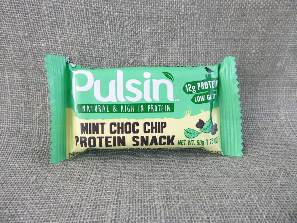 """Batonėlis """"Pulsin: Mint Choc Chip Protein Snack"""" (Su šokolado gabalėliais ir pipirmėčių aliejumi)"""