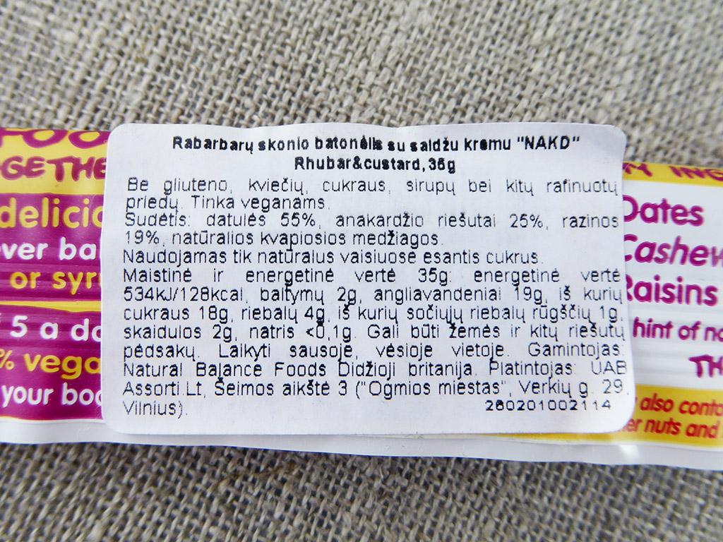 """Batonėlis """"Nakd: Rhubarb & Custard"""" (Rabarbarų skonio batonėlis su saldžiu kremu)"""