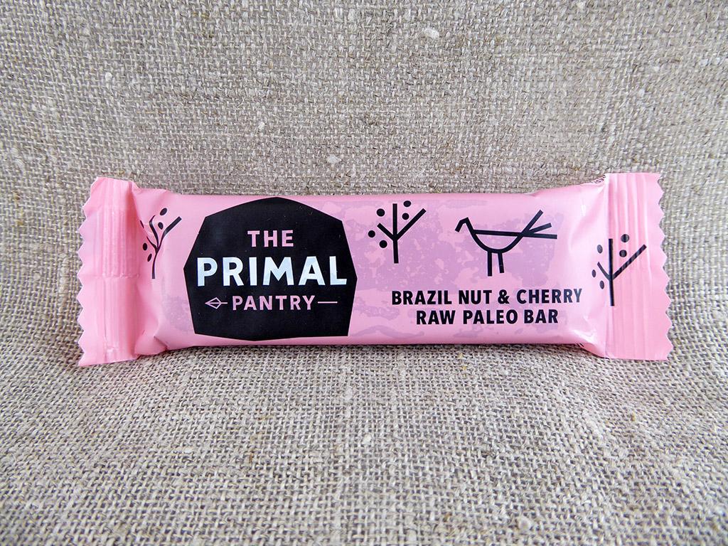 """Batonėlis """"The Primal Pantry: Brazil Nut & Cherry"""" (Brazilinės bertoletijos ir vyšnios)"""