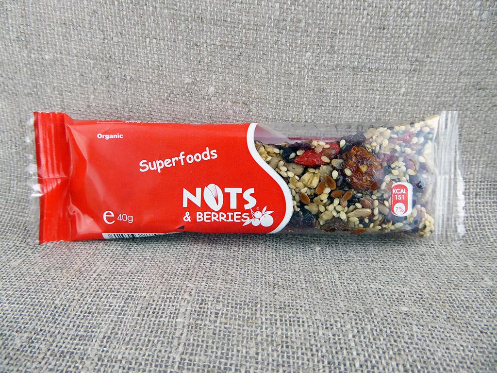 """Batonėlis """"Nuts & Berries: Superfoods"""" (Su įvairiomis uogomis ir sėklomis)"""