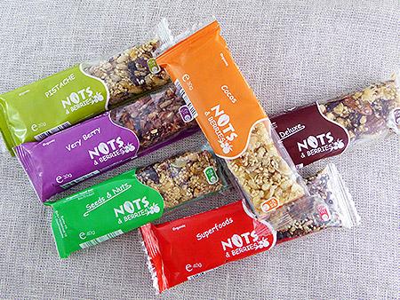 """""""Nuts & Berries"""" sveikuoliškų batonėlių apžvalga"""