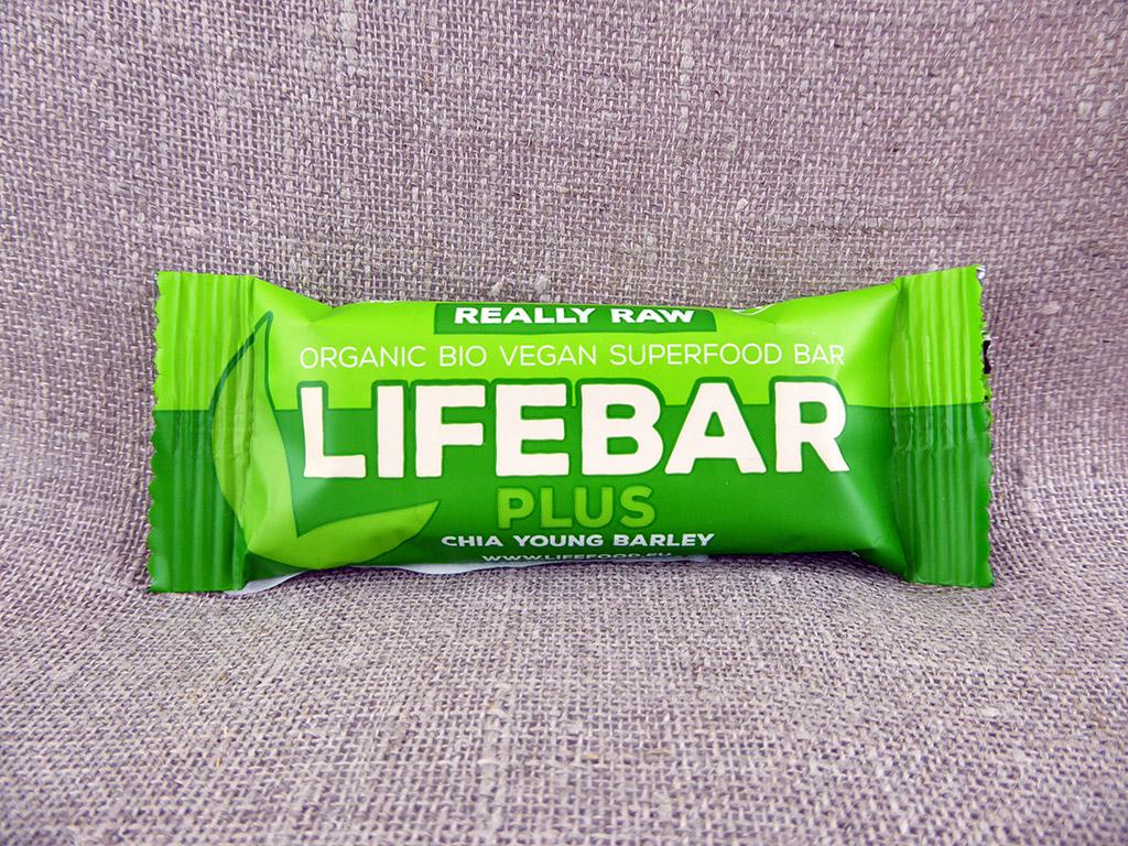 """Batonėlis """"Lifebar: Plus — Chia Young Barley"""" (Chia batonėlis su miežių želmenimis)"""